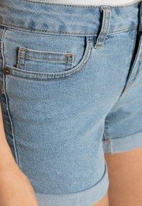 Noisy May - NMBE LUCY FOLD - Shorts vaqueros - light blue denim - 4