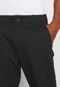 Hollister Co. - TAPER CROP - Chinos - black - 3