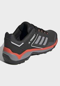 adidas Performance - TERREX EASTRAIL WANDERSCHUH - Outdoorschoenen - grey - 2