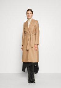 IVY & OAK - DOUBLE COLLAR COAT - Classic coat - camel - 0
