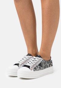Guess - BRODEY - Sneakers basse - grey - 0
