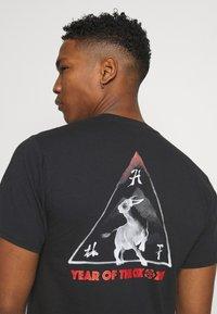 HUF - YEAR OF THE OX TEE - Print T-shirt - black - 3