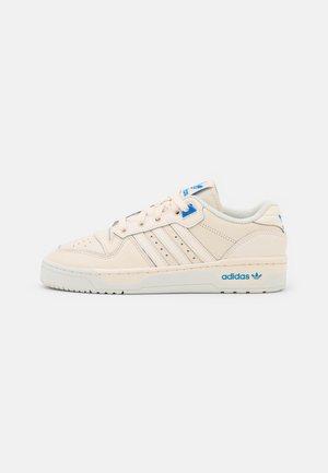 RIVALRY PREMIUM - Sneakers basse - white tint/bluebird
