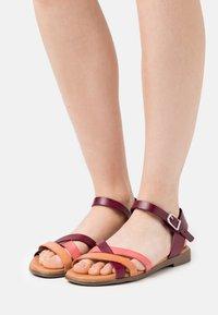 Grand Step Shoes - FIONA - Sandals - bordo/multicolor - 0