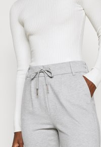 ONLY Tall - ONLPOPTRASH EASY  PANT - Trousers - light grey melange