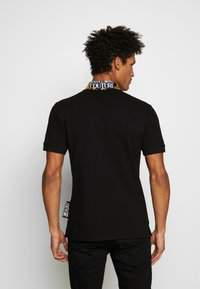 Versace Jeans Couture - BAROQUE COLLAR POLO - Polo - black - 2