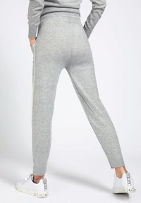 Guess - Tracksuit bottoms - light grey - 3