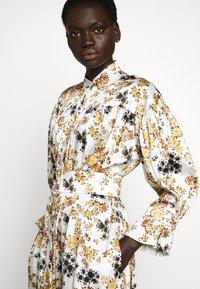 Victoria Victoria Beckham - TIE SLEEVE DRESS - Shirt dress - ditsy mustard - 3