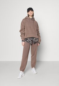 BDG Urban Outfitters - OVERDYED JOGGER - Trainingsbroek - chocolate - 1