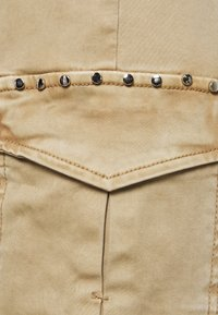 s.Oliver - Pantalones cargo - sand - 2