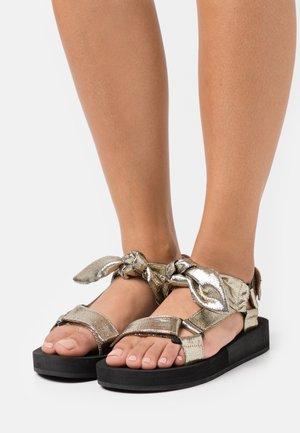 MAISIE - Sandály na platformě - gold