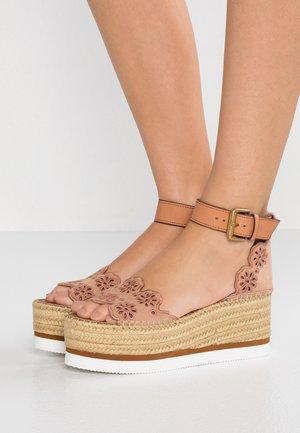 Sandály na platformě - cipria/sierra