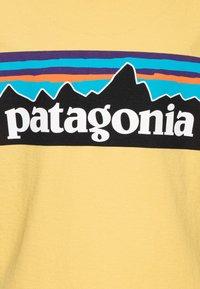 Patagonia - LOGO ORGANIC - Triko spotiskem - surfboard yellow - 2