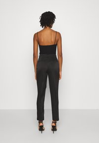 NA-KD - STRAIGHT SUIT PANTS - Trousers - black - 2