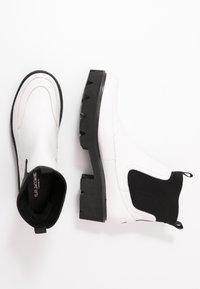 Ilse Jacobsen - MILEY - Kotníkové boty na platformě - white sugar - 3