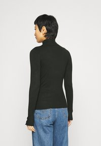 Dorothy Perkins - SUSTAINABLE PEARL BUTTON CUFF ROLL NECK JUMPER - Jumper - forest - 2