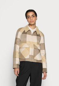 Selected Femme - SLFREGGY SHORT HANDMADE JACKET CHECK B - Summer jacket - caribou - 0