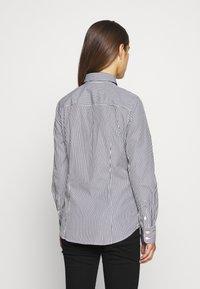 J.CREW PETITE - PERFECT SHIRT IN CLASSIC STRIP - Button-down blouse - black - 2