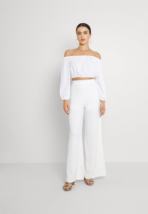 MY OFF SHOULDER SET - Spodnie materiałowe - white