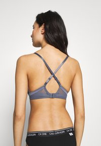 Calvin Klein Underwear - PLUNGE - Push-up BH - chrome - 3