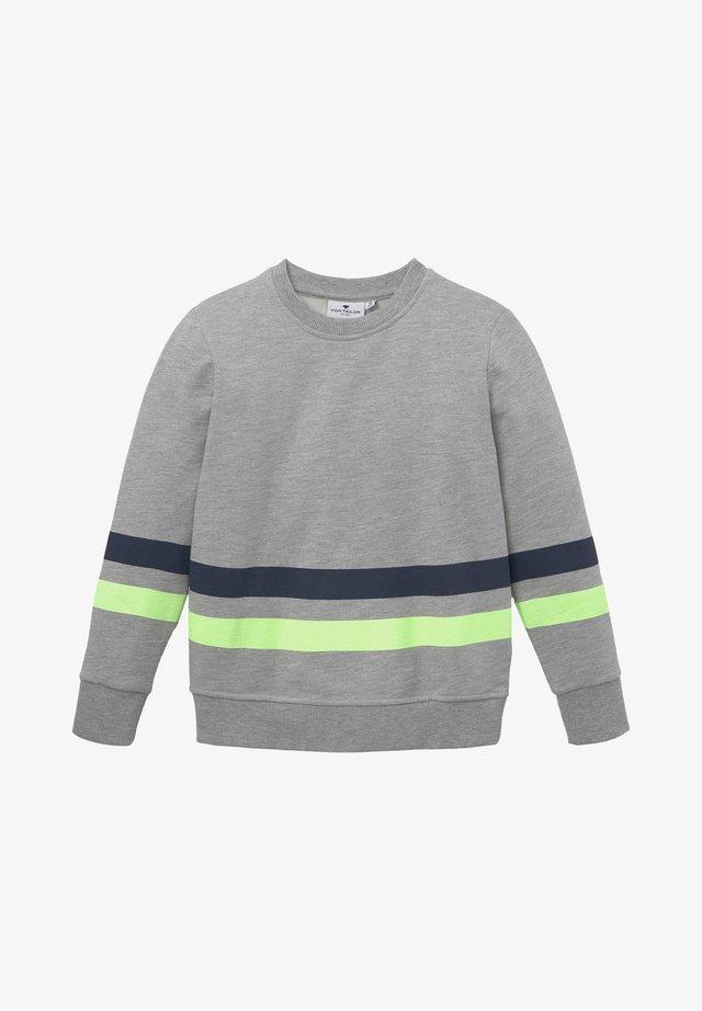 MIT PLATZIERTEM PRINT - Sweater - drizzle melange gray