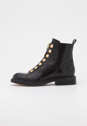 Kotníkové boty - black/gold