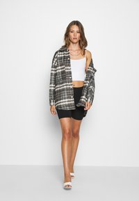 Missguided - BRUSHED CHECKED SHACKET - Classic coat - brown - 1