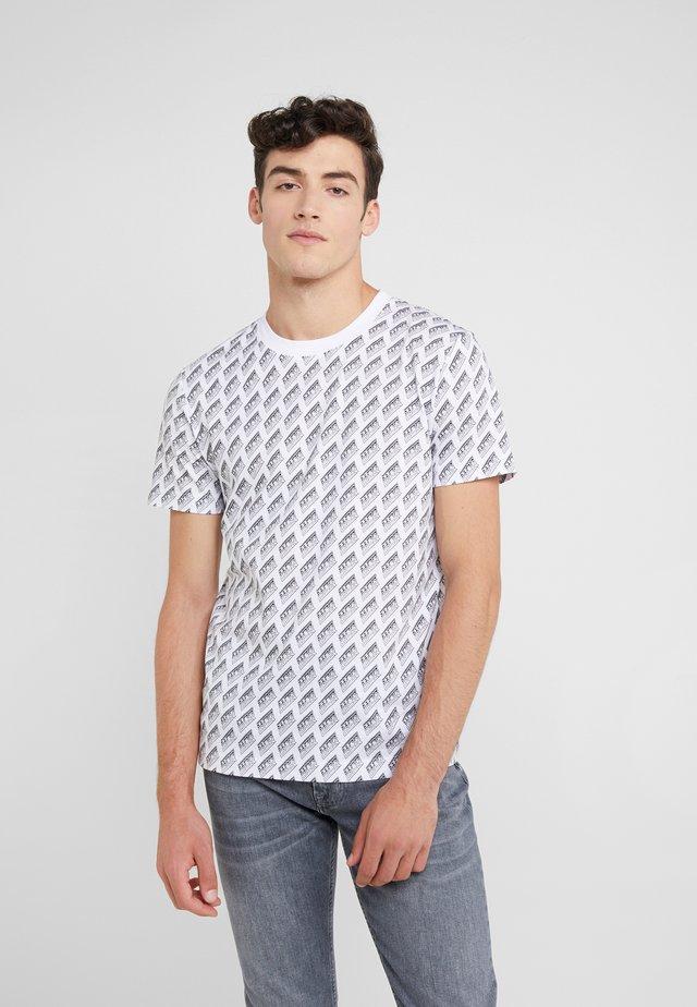 CREW NECK - T-shirt z nadrukiem - optic white