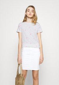 ONLY - ONLBONE LIFE TOP BOX - T-shirt imprimé - bright white - 3