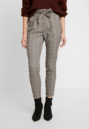 VMEVA LOOSE PAPERBAG CHECK - Trousers - grey/brown/rust
