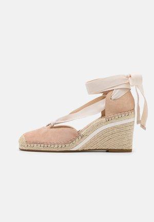 CARMEN - Lace-up heels - beechwood
