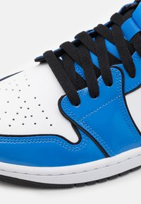 Jordan - AIR 1 MID SE - Höga sneakers - signal blue/black/white - 5