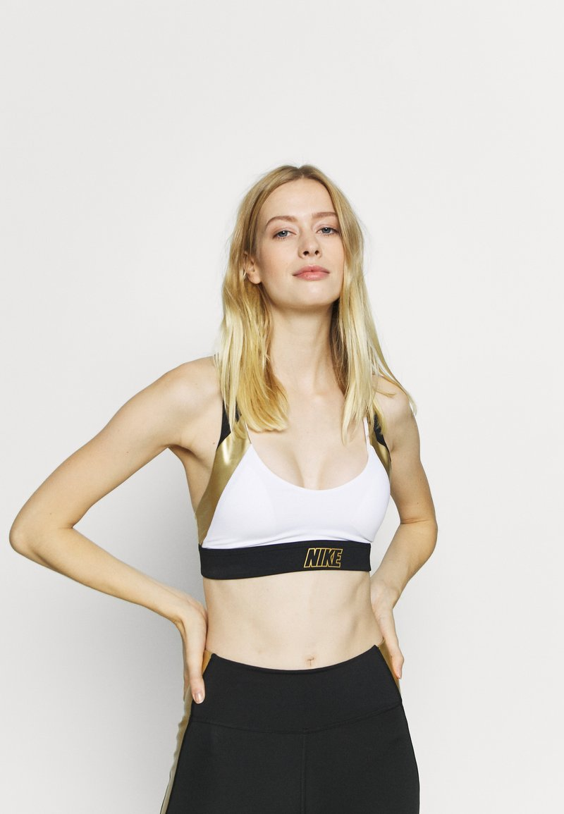 Nike Performance - INDY METALLIC LOGO BRA - Urheiluliivit: kevyt tuki - white/black/metallic gold