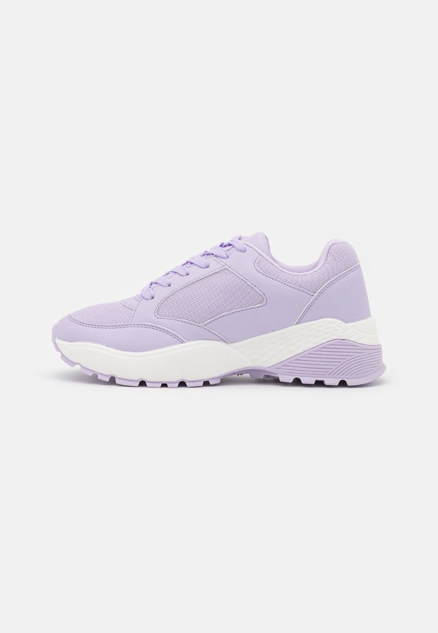 WIDE FIT CANBERRA - Sneakers laag - lilac