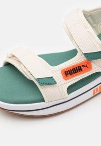 Puma - FUTURE RIDER UNISEX - Chodecké sandály - eggnog/blue spruce/tigerlily - 5