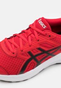 ASICS - JOLT 3 - Chaussures de running neutres - classic red/black - 5