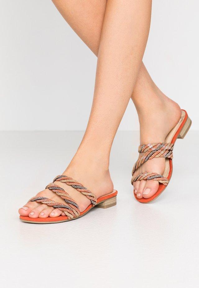 Sandalias planas - terracotta