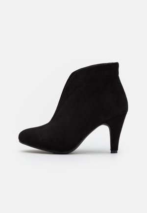 AMUSE - Ankle boot - black