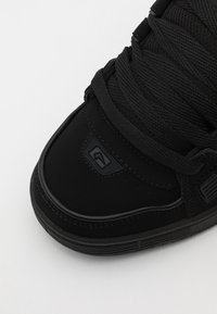 Globe - SABRE - Skateschoenen - black/phantom split - 5