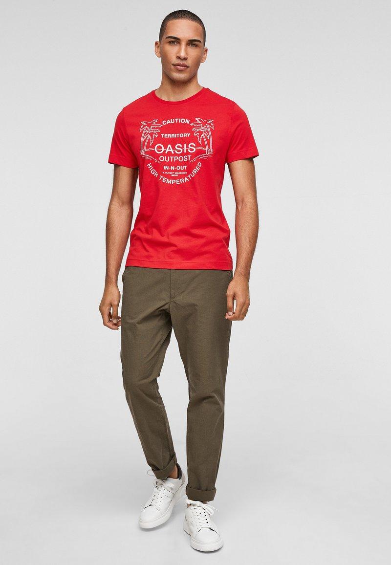 s.Oliver - MIT SCHRIFTPRINT - Print T-shirt - red