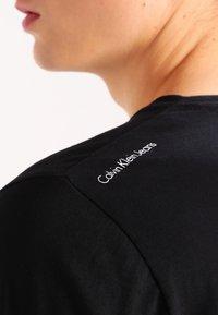 Calvin Klein Jeans - TREASURE - Print T-shirt - black - 4