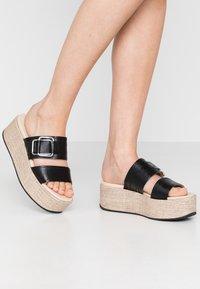 Vagabond - FELICIA - Pantofle na podpatku - black - 0