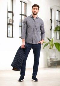 TOM TAILOR - REGULAR ORGANIC DOBBY - Shirt - navy chambray with white - 5