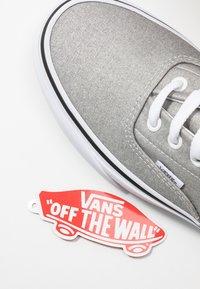 Vans - ERA - Sneakersy niskie - silver/true white - 7