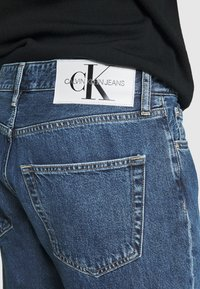 Calvin Klein Jeans - DAD - Jeans Tapered Fit - mid blue - 4
