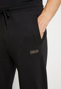 HUGO - DOAK - Teplákové kalhoty - black / gold - 5