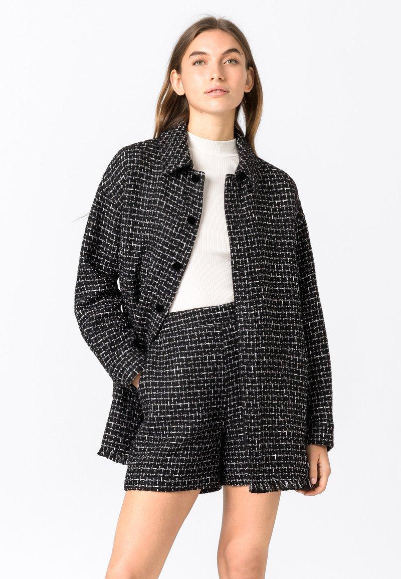 HALLHUBER - Short coat - schwarz