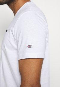 Champion - LEGACY CREWNECK - Print T-shirt - white - 5