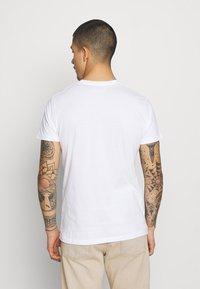 REVOLUTION - REGULAR - Basic T-shirt - white - 2