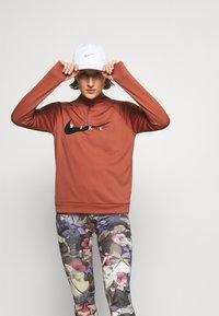 Nike Performance - RUN MIDLAYER - Camiseta de deporte - canyon rust/black - 3
